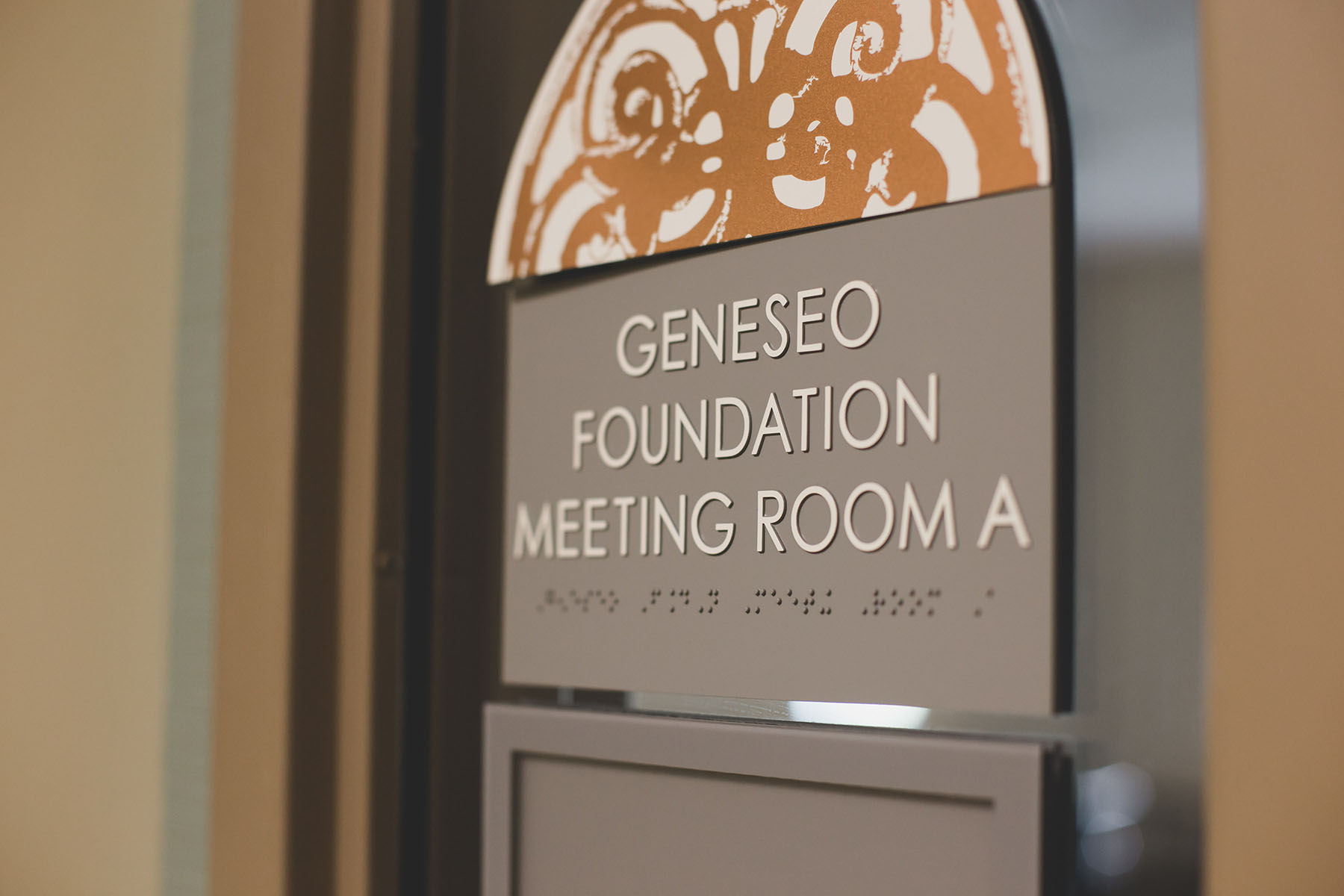 The George B. Dedrick library features a Geneseo Foundation Meeting Room for community use.